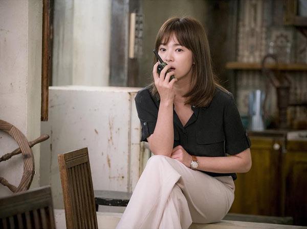 song-hye-kyo-kheo-mix-do-hieu-binh-dan-trong-hau-due-mat-troi-3