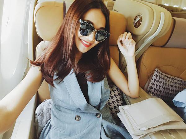 Kính tráng gương và kính màu trong lấy lòng sao Việt