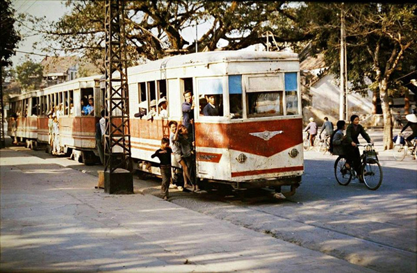 bo-anh-mau-ha-noi-nhung-nam-1970-goi-cam-xuc-boi-hoi-7