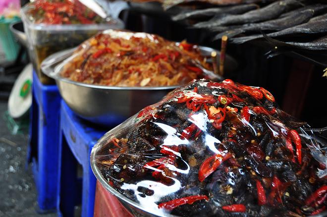 Đủ món ngon ở chợ Campuchia giữa lòng Sài Gòn