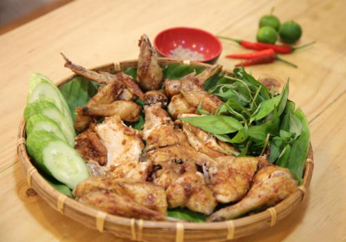Thịt gà thơm mang đến cảm giác mới lạ cho người thưởng thức.