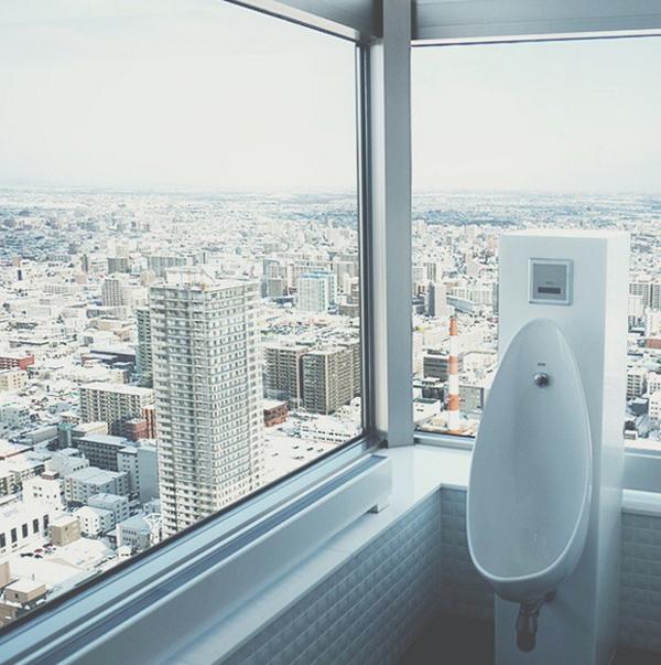 10-toilet-co-view-dep-chang-kem-gi-skybar