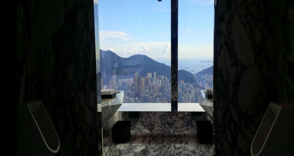 10-toilet-co-view-dep-chang-kem-gi-skybar-5