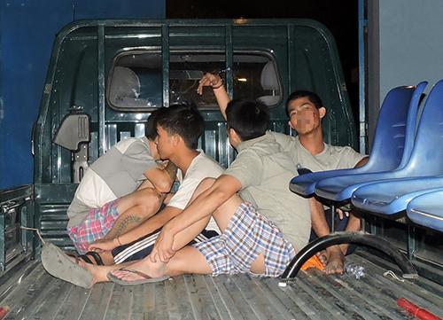 Một số học viên kích động bị bắt giữ. Ảnh: Xuân Thắng.