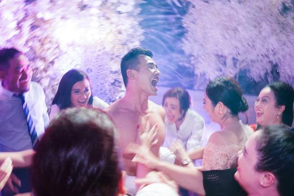 Lương Thế Thành bị lột trần trong đám cưới - www.TAICHINH2A.COM