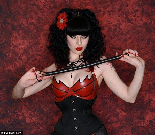 vong-eo-53-cm-nho-mac-ao-corset-22-tieng-mot-ngay