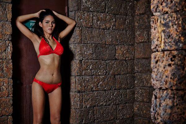thi-sinh-hoa-hau-chuyen-gioi-thai-lan-khoe-dang-voi-bikini-10