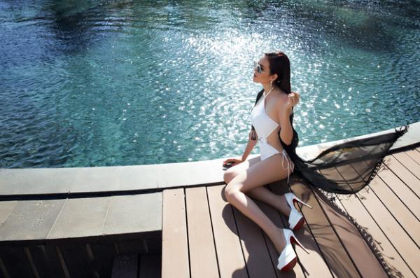 a-hau-phuong-le-tha-dang-voi-bikini-ngay-nang