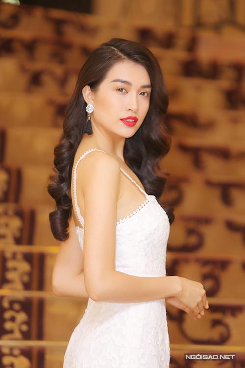 pham-huong-lan-khue-long-lay-di-su-kien-7