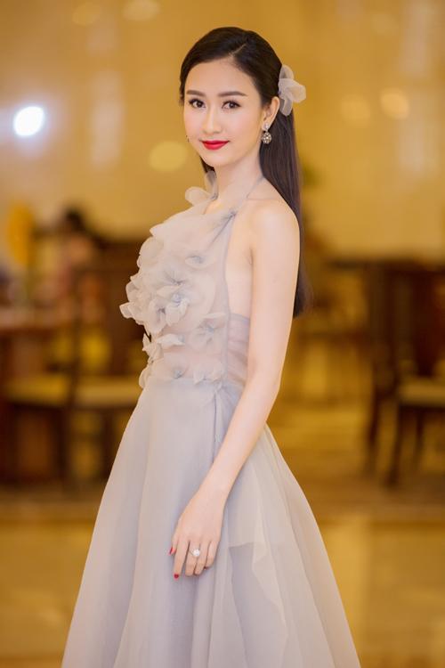 pham-huong-lan-khue-long-lay-di-su-kien-9
