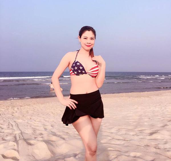 Thanh Thảo mặc bikini khoe thân hình đáng ghen tị ở lứa tuổi của mình.