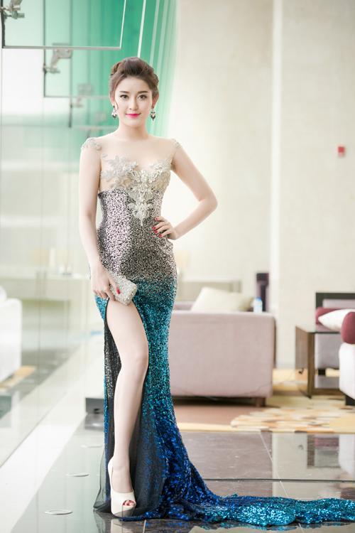 huyen-my-khoe-duong-cong-voi-vay-230-trieu