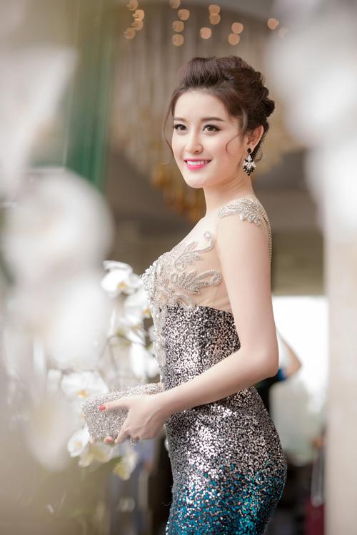huyen-my-khoe-duong-cong-voi-vay-230-trieu-4