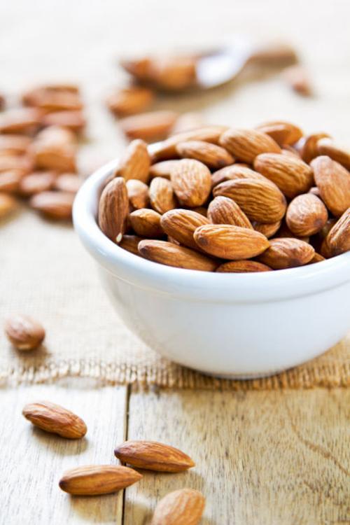 Những người ăn hạnh nhân có lượng mỡ giảm rất nhiều ở phần bụng, eo, và chân.
