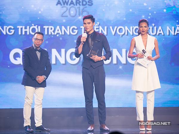 Quang Hùng là người mẫu giành được giải thưởng 'Biểu tượng thời trang triển vọng của năm'.