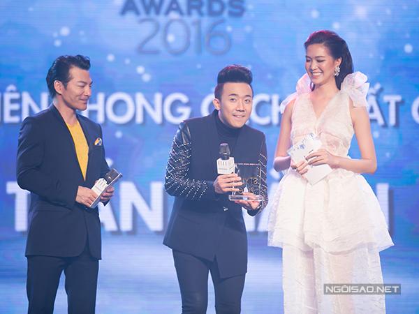 Trấn Thành vượt qua nhiều đối thủ để giành giải thưởng 'Nam diễn viên phong cách nhất của năm'.