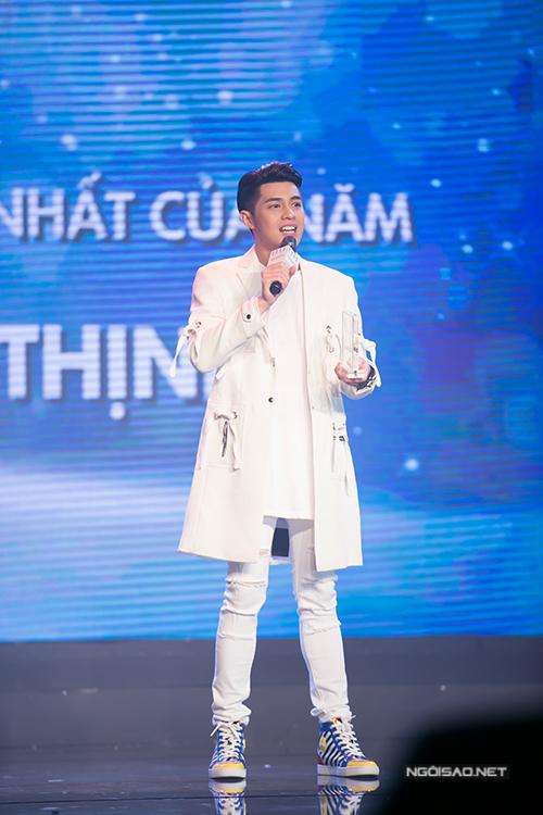ho-ngoc-ha-om-hon-pham-huong-tham-thiet-9