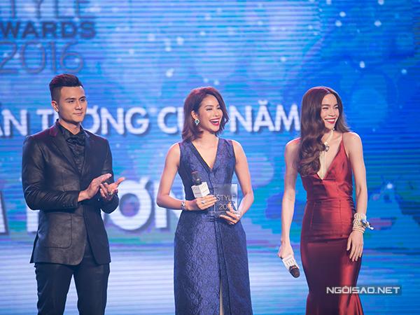 Với những nỗ lực của mình trong quá trình xây dựng hình ảnh, Phạm Hương đã giành được giải thưởng 'Gương mặt ấn tượng của năm'.