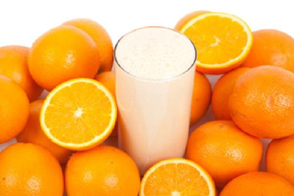 Giúp da hết khô ráp Trộn đều 1 chén sữa tươi, 1 chén nước ép cà rốt và 1 chén nước cam vắt. Dùng hỗn hợp thu được bôi lên da và để trong 15 phút. Sau đó rửa lại bằng nước sạch. Các dưỡng chất có trong lớp mặt nạ sẽ nhanh chóng thẩm thấu và cung cấp độ ẩm thiếu hụt, hô biến toàn bộ làn da khô ráp lúc đầu. Với cách này, bạn nên chăm chỉ thực hiện 2 lần/tuần để có được làn da như ý.