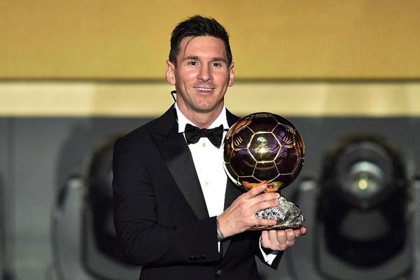 Đối thủ chính trong mọi cuộc đua danh hiệu với CR7 là Messi xếp thứ hai với 77 triệu USD.