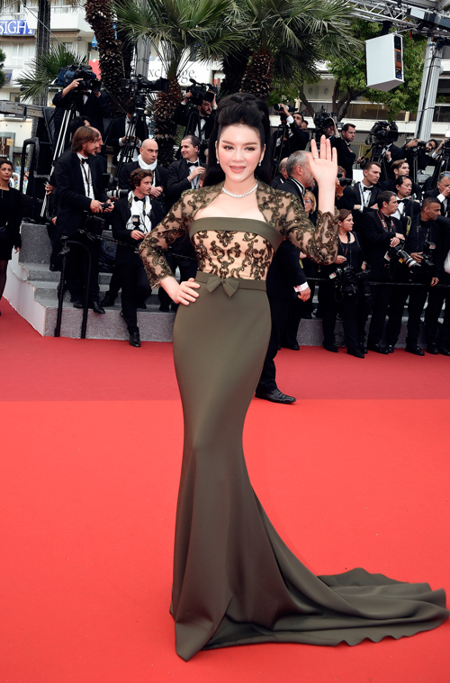ly-nha-ky-long-lay-tren-tham-do-cannes-8
