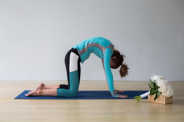 bai-tap-yoga-xoa-tan-cang-thang-cho-co-dau-2