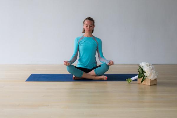 bai-tap-yoga-xoa-tan-cang-thang-cho-co-dau-5