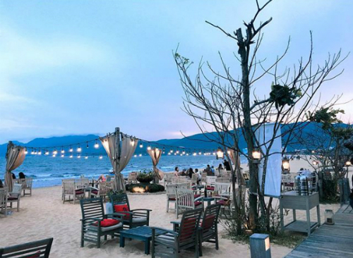 Surf Bar trên đường bãi biển Xuân Diệu - khách sạn quy nhơn giá rẻ lan anh