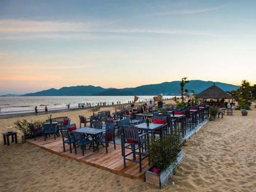 Surf Bar trên đường bãi biển Xuân Diệu - khách sạn quy nhơn giá rẻ