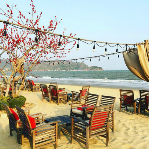 Surf Bar trên đường bãi biển Xuân Diệu - khách sạn quy nhơn giá rẻ lan anh phu tai