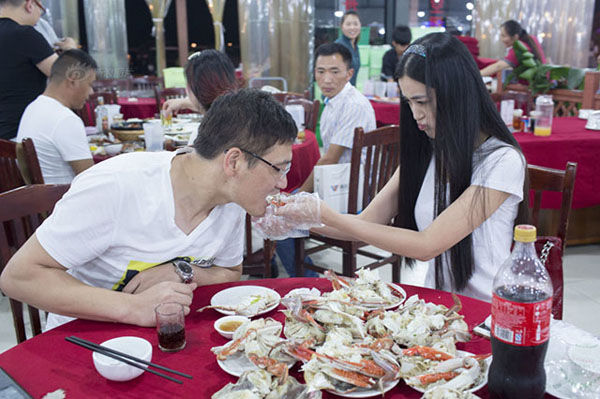 "Perhaps this restaurant was inspired by its competitors as well as a young stewardess who quit her job last year to offer her services as a professional ""crab-peeler online. 10 RMB per crab, plus 5 RMB extra if you want to be fed."