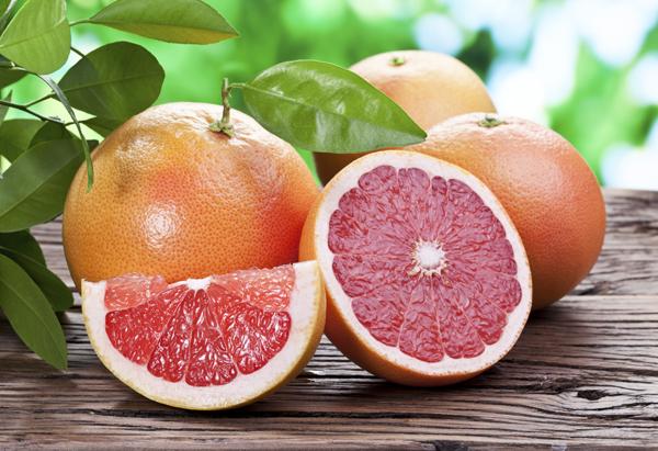 Theo một vài nghiên cứu, ăn nửa quả bưởi trước mỗi bữa sáng có thể giúp giảm 0,5 kg sau một tuần mà không cần ăn kiêng nghiêm ngặt.