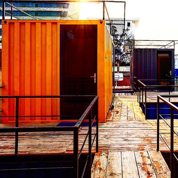khach-san-container-sieu-hot-ben-bo-bien-my-khe-4
