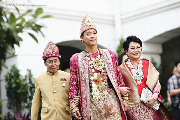 dam-cuoi-dat-vang-cua-nam-tai-tu-dien-trai-nhat-indonesia-1