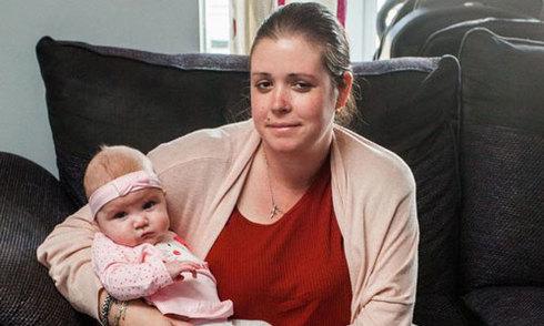 Bà mẹ 8 con ở Anh sốc khi bị cắt bỏ hai chân sau ca sinh mổ