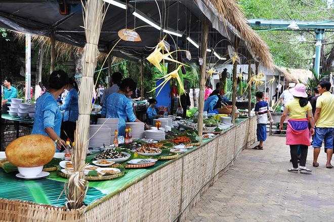 Đủ món ngon miền Tây hội tụ tại Sài Gòn