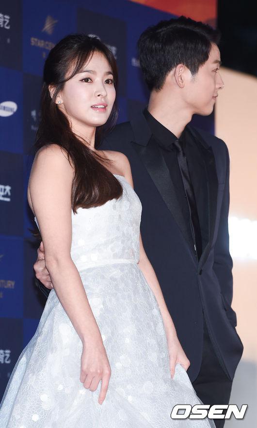 song-hye-kyo-song-joong-ki-tinh-tu-tren-tham-do-baeksang-7