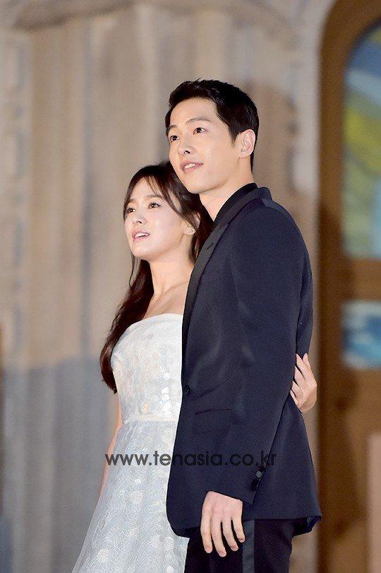 song-hye-kyo-song-joong-ki-tinh-tu-tren-tham-do-baeksang-9
