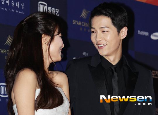 song-hye-kyo-song-joong-ki-tinh-tu-tren-tham-do-baeksang-10