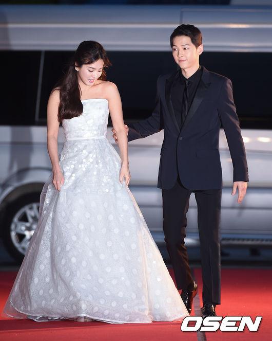 song-hye-kyo-song-joong-ki-tinh-tu-tren-tham-do-baeksang-5