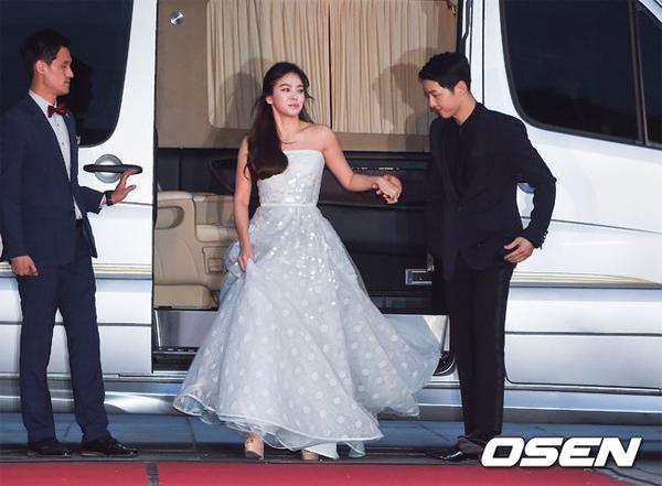 song-hye-kyo-song-joong-ki-tinh-tu-tren-tham-do-baeksang-4