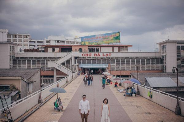 . Phố đi bộ thân thuộc, nhà thờ Con Gà, chợ Đà Lạt ai ai cũng nhớ mặt, đồi cát vàng Mũi Né nức tiếng gần xa& chợt trở nên khác lạ và có phần nên thơ qua ống kính của chàng nhiếp ảnh gia người Thái.