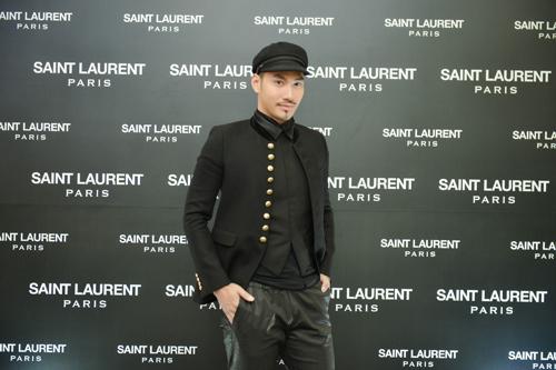 Nhà thiết kế Lý Quí Khánh nổi bật với mũ và áo jacket Saint Laurent.