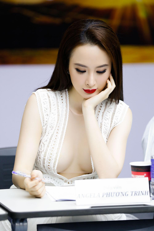 angela-phuong-trinh-9-9262-1465975313.jp