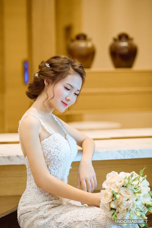 [Caption]. Đây là gợi ý make up cho cô dâu vào ban ngày, hợp với vẻ nhẹ nhàng cùng ánh sáng dịu.