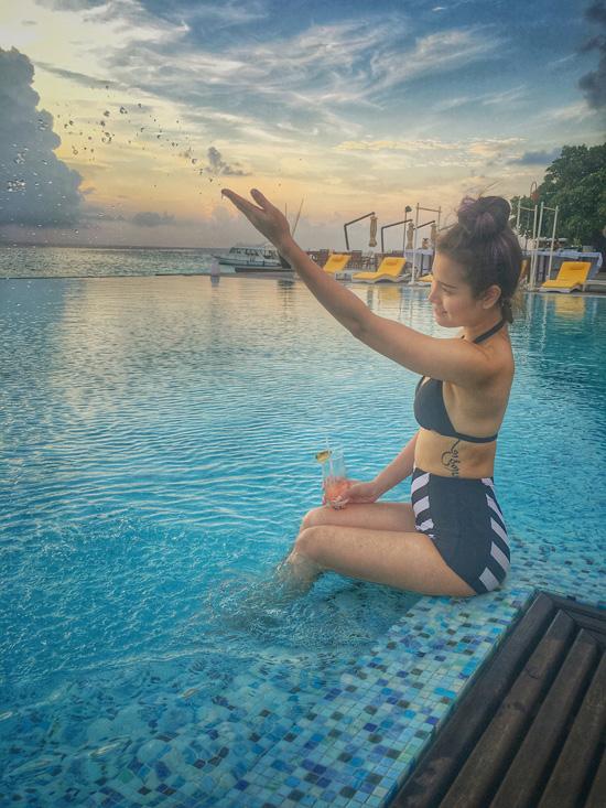 Phương Trinh Jolie vừa có chuyến du lịch nghỉ dưỡng đến thiên đường Maldives sau khi hoàn thành xong bộ phim Fan cuồng. Cô cho biết, đây là món quà cô tự thưởng cho mình sau những ngày làm việc cật lực trên phim trường.