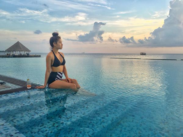 Với thời gian 3 ngày 2 đêm ở Maldives, Phương Trinh dành gần như toàn bộ thời gian ở các resort ngoài đảo. Nữ diễn viên kể về các trải nghiệm của mình: Ở Maldives các hòn đảo rất nhỏ, mỗi hòn đảo là một resort. Trinh tận hưởng không khí trong lành, biển và đại dương mênh mông, nước trong vắt và những món ăn ngon trên resort. Trinh cũng đặc biệt thích thú khi mỗi sáng dậy được ngắm bình minh trên biển, tập yoga giữa bao la đất trời đại dương.