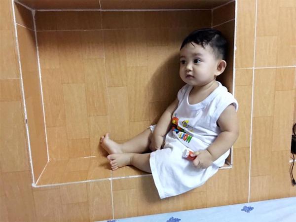 Cap 1: PHan Hiển Ở nhà làm nhiệm vụ chụp hình Kubi cho bx đã nhớ .:)
