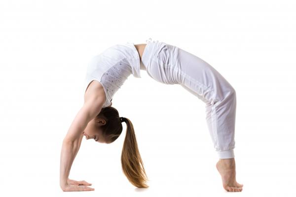 7-dong-tac-yoga-giup-tang-size-nguc-khong-can-dao-keo-4