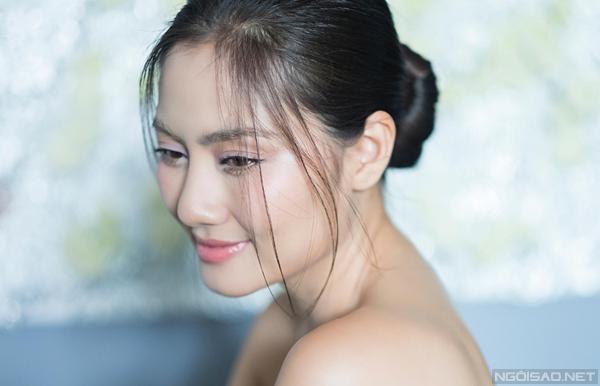 Bộ ảnh được thực hiện với sự hỗ trợ của Makeup & Hair: Trí Trần, Photo: Khểnh.